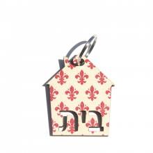 מחזיק מפתחות בדוגמת תלתן אדום על רקע שמנת עם כיתוב בית
