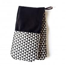 Black & White triangles Oven-Mitt