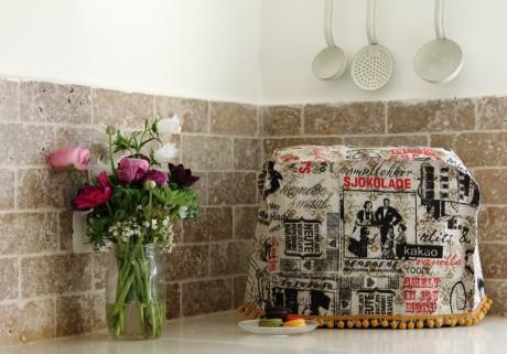 כיסוי מיקסר בעיצוב כיתוב מוצרים מתוקים על רקע קפה,אדום ושחור
