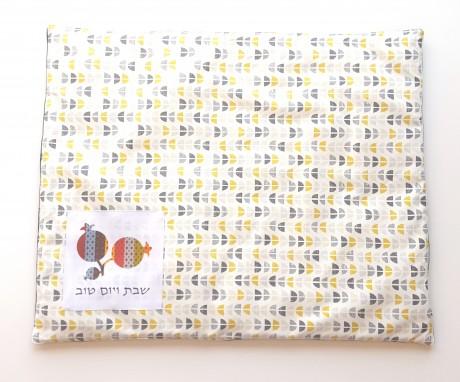 מבצע כיסוי פלטה וכיסוי חלה לבן עם צורות כחול אפור צהוב