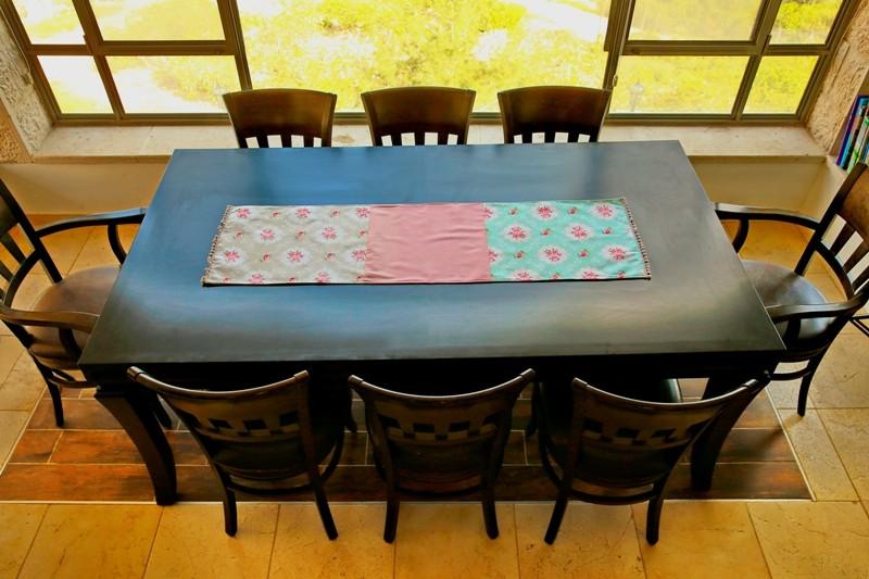 Shabby Chic Table Runner. «